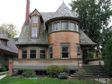 The shingle style revisited welcome to agincourt iowa for Frank lloyd wright craftsman style